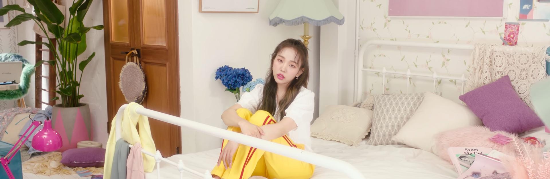 "Baek A Yeon ""Looking For Love"" MV"