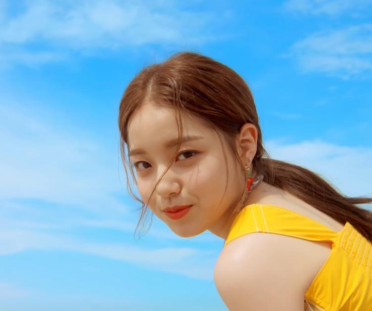 "Rothy Feat. CHANYEOL ""Ocean View"" MV"